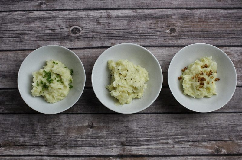 Learning how to make mashed potatoes in an Instant Pot is a real time saver and they might end up being your favorite Instant Pot side dish. Instant Pot Mashed Potatoes No Sour Cream | Instant Pot Mashed Potatoes No Drain | Instant Pot Mashed Potatoes Cook Time | Mashed Potatoes Recipe