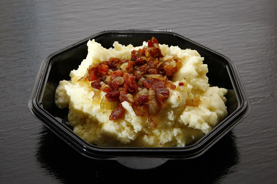 Cauliflower mashed potato recipes are the perfect healthy alternative to mashed potatoes. They even can be considered keto recipes, in some cases. Cauliflower Mashed Potatoes with Cream Cheese | Keto Cauliflower Mashed Potatoes with Cream Cheese | Cauliflower Mashed Potatoes Frozen | Cauliflower Mashed Potatoes Vegan | Cauliflower Mashed Potatoes with Cream Cheese and Parmesan