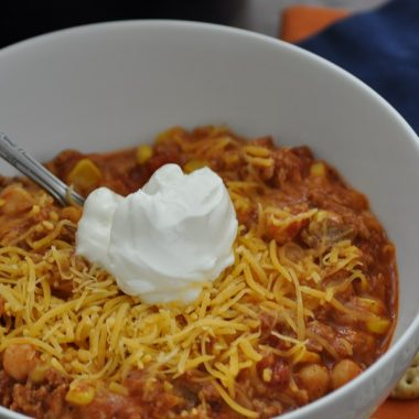 Add this delicious and easy crockpot turkey chili with corn to your meal planning! It makes for a great family dinner recipe or party recipe. Leftover Turkey Chili Crockpot | White Turkey Chili Crockpot | Crockpot Chili with Corn | How to Make Chili in Slow Cooker | Homemade Turkey Chili