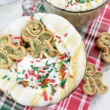 Crockpot Christmas Latte Slow Cooker Fall Latte Recipe Glass of Latte with Gingerbread Man Shaped Cookies