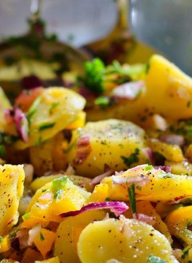 Crockpot German Potato Salad Recipes Bowl of Potato Salad with Herbs and Sauce
