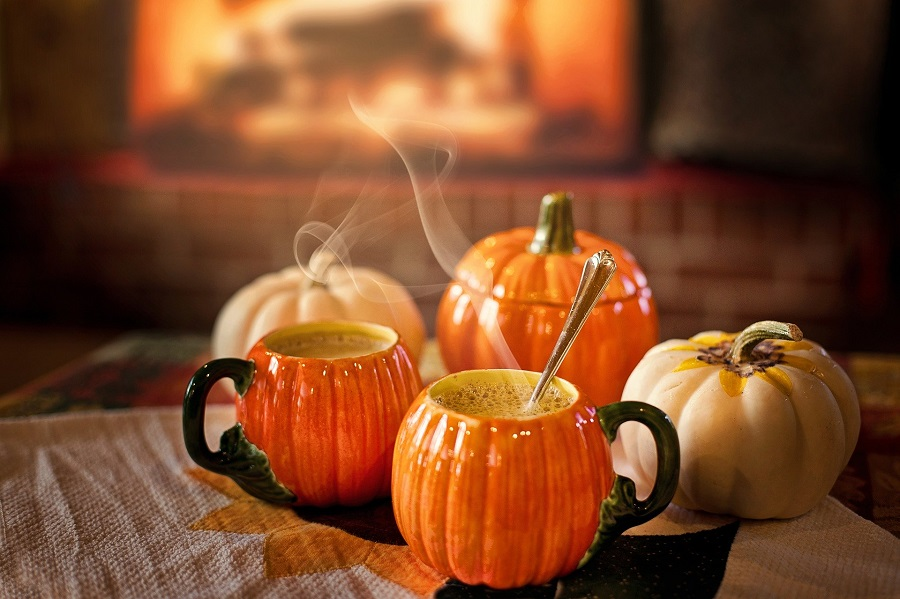 Slow Cooker Holiday Latte Recipes Pumpkin Shaped Coffee Cups Filled with Coffee
