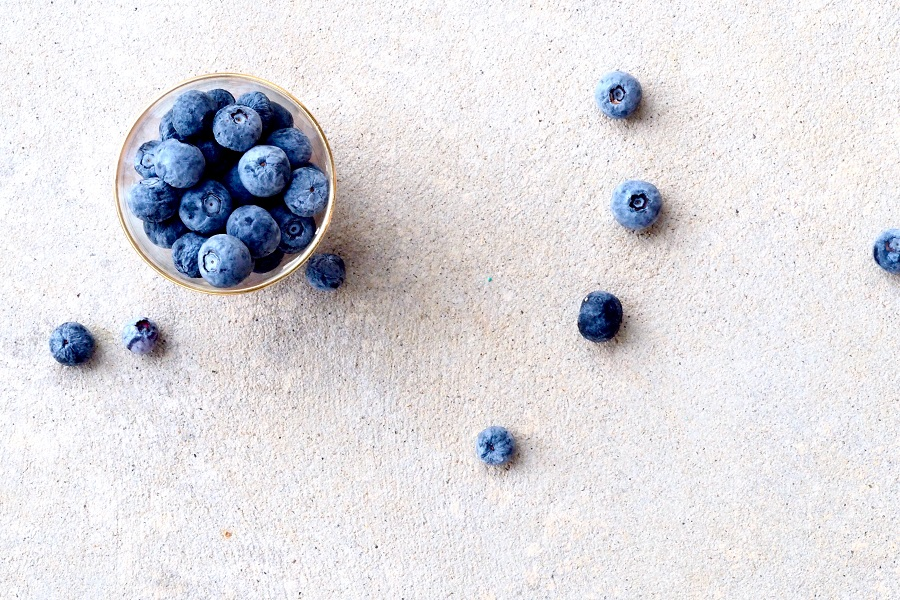 Slow Cooker Fruity Dessert Recipes a Small Bowl of Blueberries