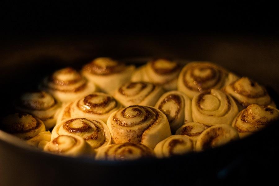 Crockpot Monkey Bread Recipes for Breakfast Cinnamon Rolls in a Baking Dish