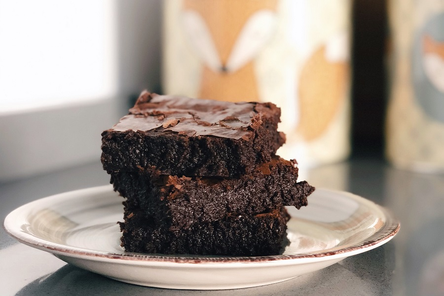 Crockpot Desserts for a Crowd Brownies on a Plate