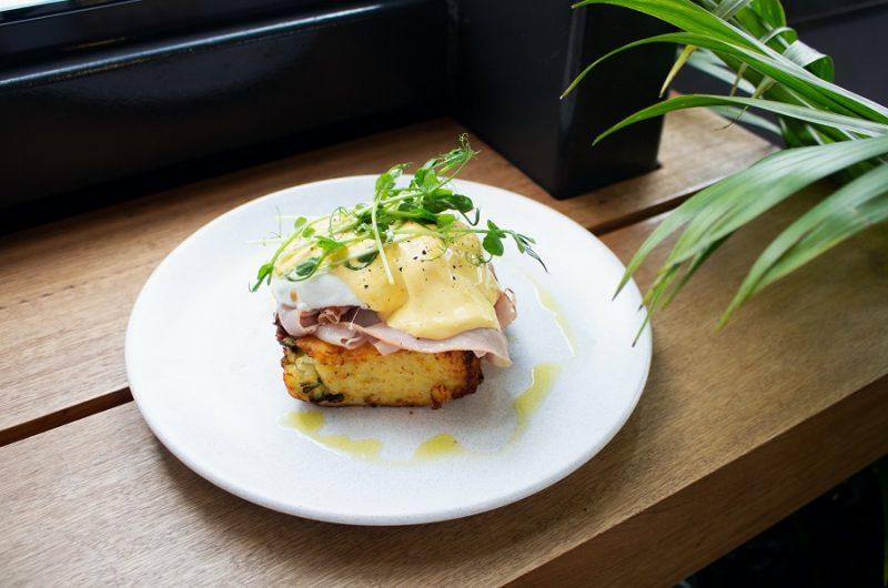 Crockpot Breakfast Recipes Eggs Benedict on a Plate